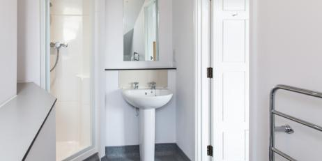 Example of en suite bathroom